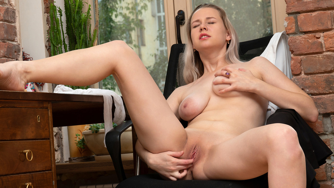 Nubiles - Seductive School Girl